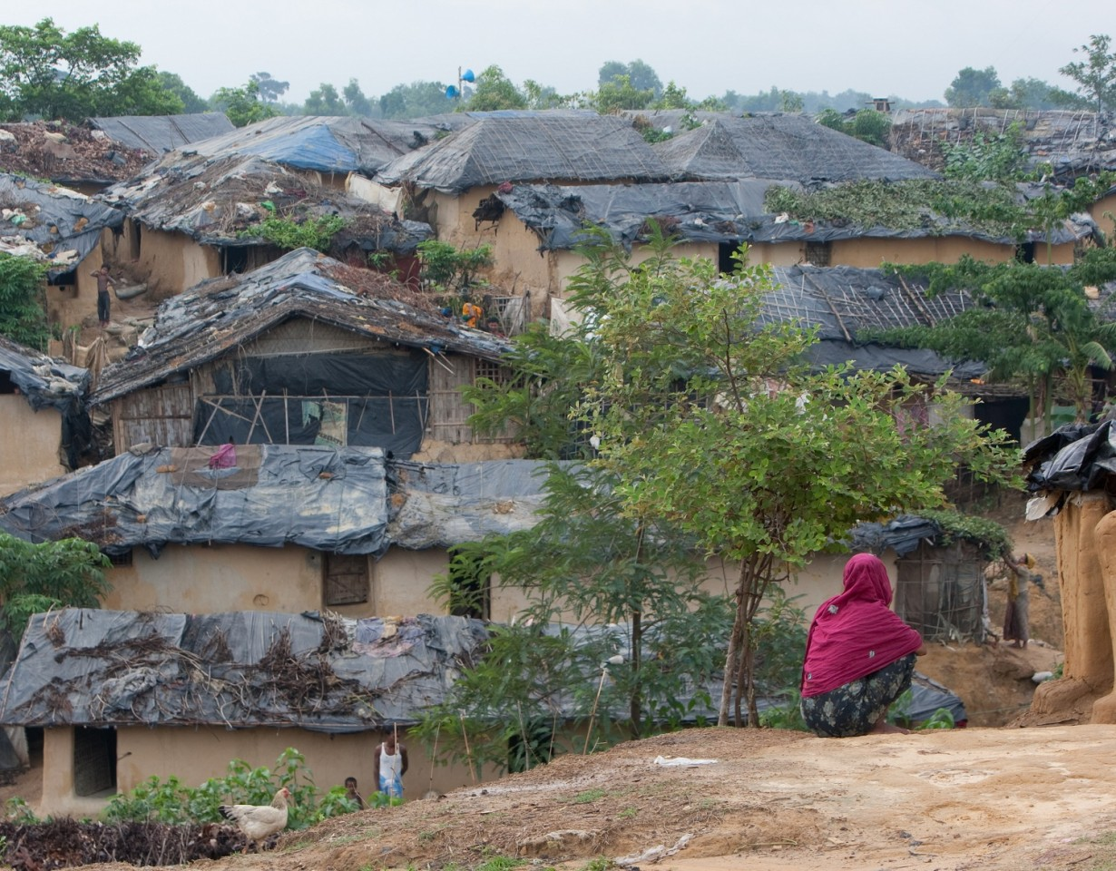 Geïmproviseerde woningen in Rohingya vluchtelingenkamp