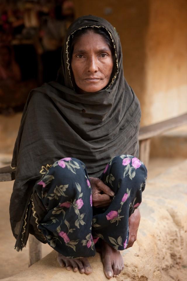 Rohingya zuster in haar geïmproviseerde woning