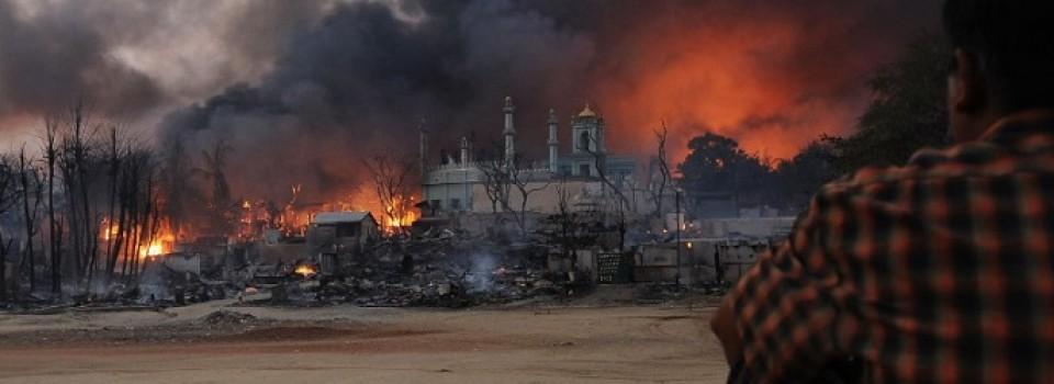 Meiktila moskee in brand