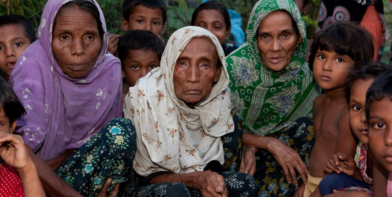 Diverse Rohingya bijeen in klein vluchtelingenkamp
