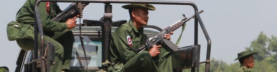 Zwaarbewapende legereenheden bestoken diverse dorpen waar de Rohingya-moslims wonen.