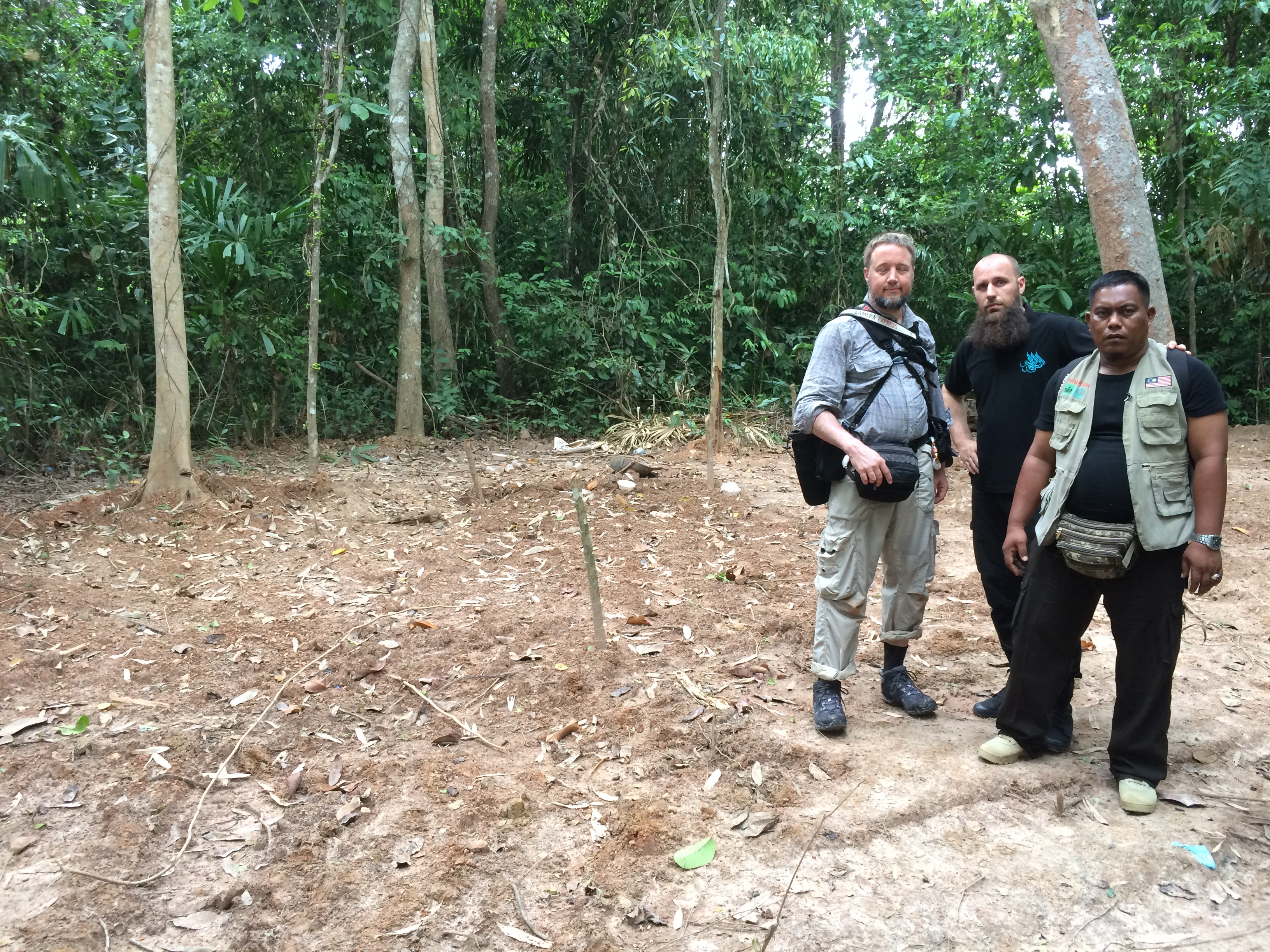 Bezoek aan Rohingya massagraf in Thailand.