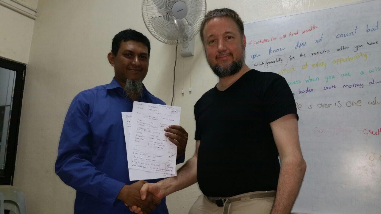 Contractuele afspraken over steun aan school voor Rohingya-kinderen.