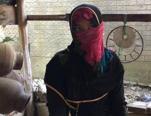 """Deze zuster vertelde begin dit jaar aan as-Salaamah wal'Adaalah hoe zij met eigen ogen zag dat vrouwen door het leger werden uitgekozen en 'meegenomen' het bos in. Toen ze terugkwamen """"waren ze geen maagd meer""""."""